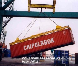 Container- Spreader beim Volltest
